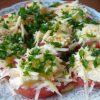 салат из помидоров с сыром и зеленью