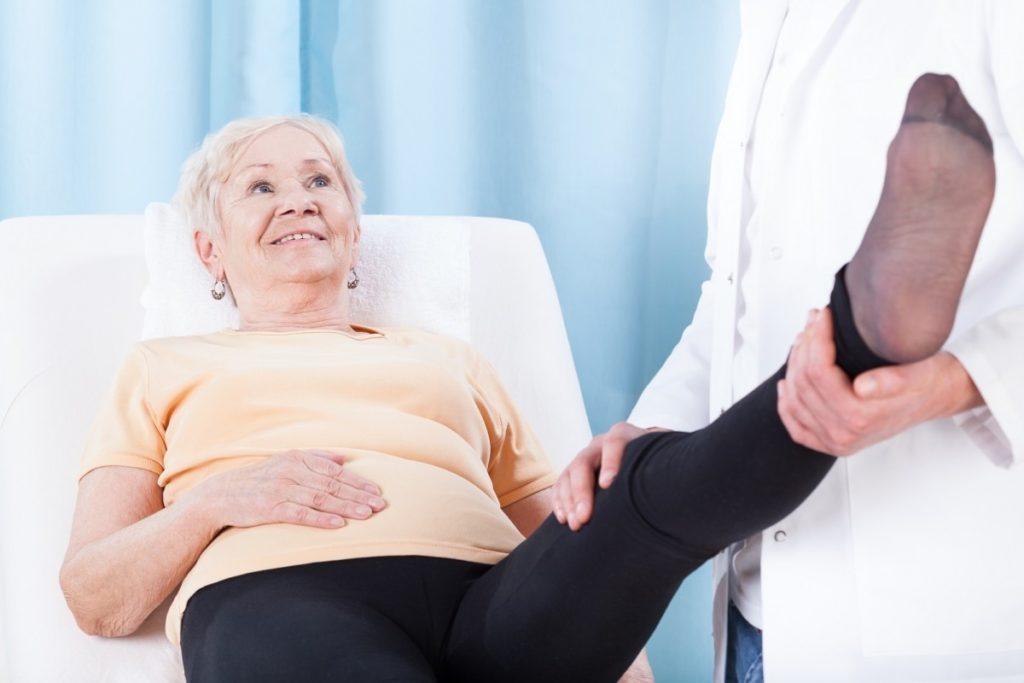 Почему у людей преклонного возраста возникают переломы и трещины костей егэ