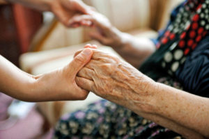 Особенности ухода за пожилыми людьми старше 80 лет